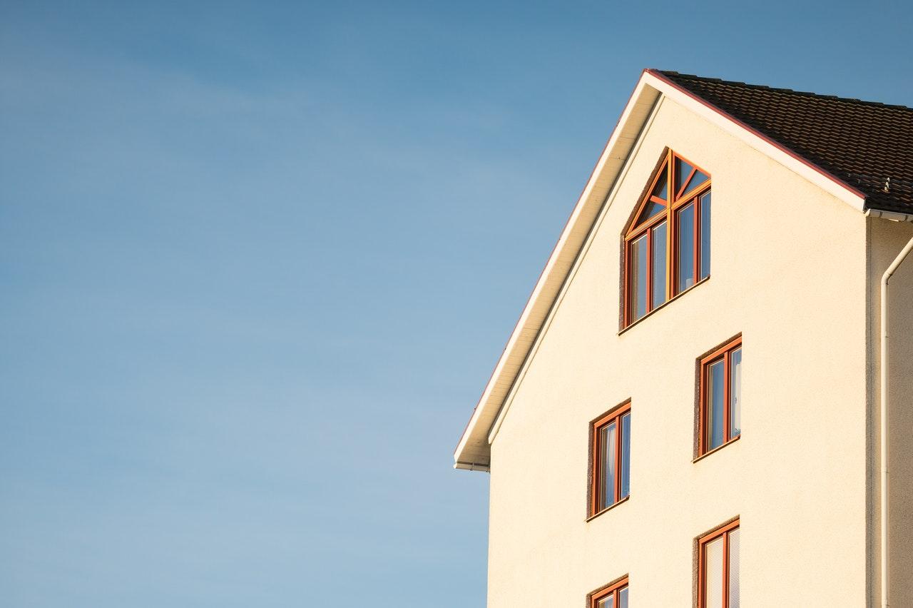Hus får sol direkte ind på facaden